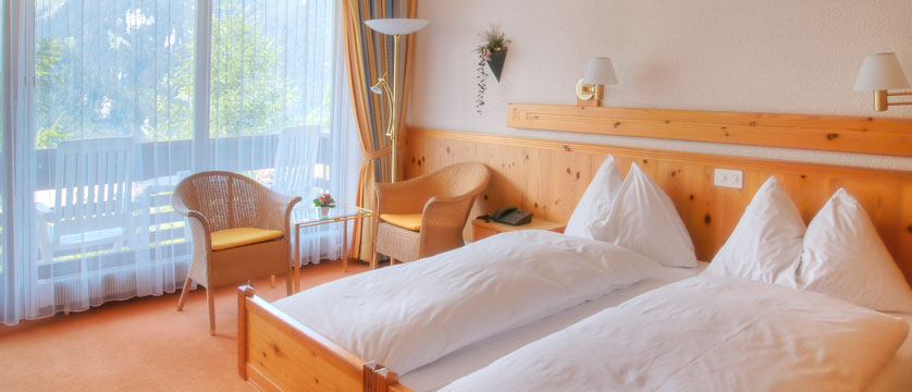 Switzerland_Wengen_Hotel-sunstar-alpine_Bedroom2.jpg